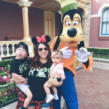 Austin, Brandi, & Paisley with friend Goofy.