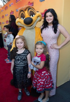 Ariel Winter and family posing with Timon
