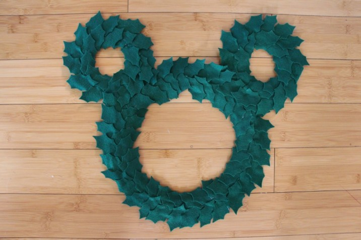 Mickey DIY Christmas Wreath 4