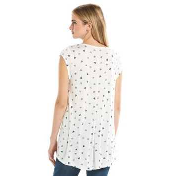 White/Navy - Photo courtesy of Kohls.com