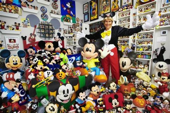 Janet-Esteves-Mickey-Mouse-550x366