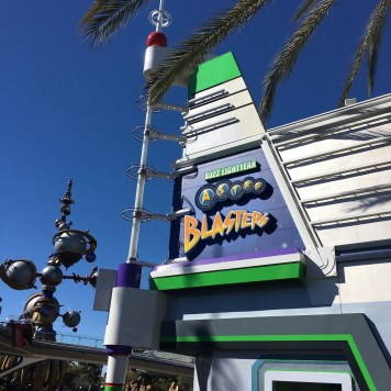 Buzz Lightyear Astro Blasters Best Rides To Go On A Date At Disneyland