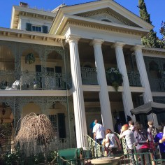 Haunted Mansion Best Rides To Go On A Date At Disneyland