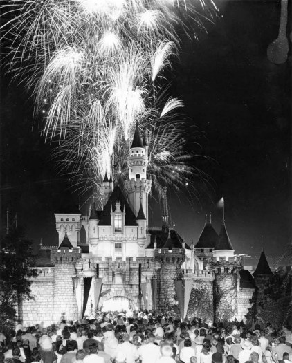 Disneyland-Fireworks-1