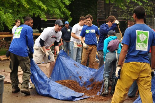 east-harlem-community-garden-volunteers
