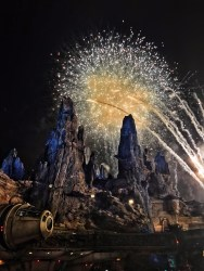 Before Galaxy's Edge opened, something I wonder a lot was how they would explain the fact that there are fireworks almost every night. Well, apparently Oga of Oga's cantina loves to celebrate in style, so everyone in Black Spire Outpost also gets to enjoy the show