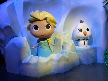 Funko Hollywood DisneyExaminer Visit Elsa Olaf Disney Frozen