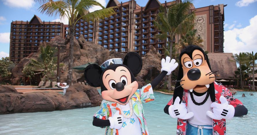 636586274913022396-Mickey-Mouse-and-Goofy-on-Vacation-at-Aulani