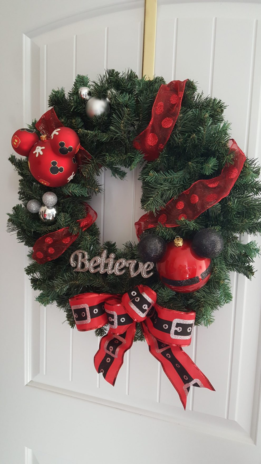 how to make your own disney holiday wreath