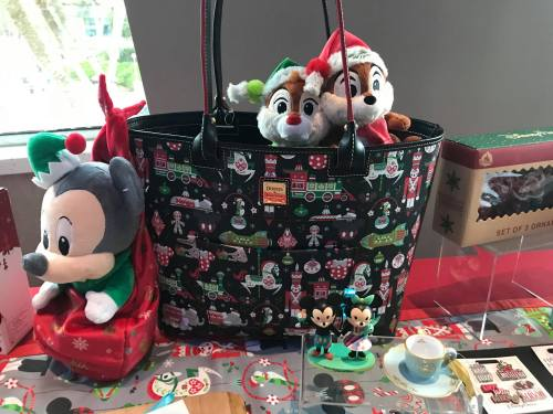 2018 disney holiday dooney and bourke