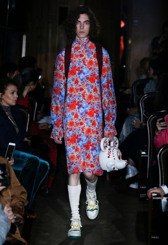 37ee8568c09f A fabulous Disney x Gucci Collaboration brought out a Mickey Mouse handbag  on the runway for the Gucci Spring/Summer 2019 fashion show.