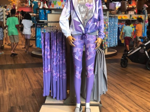 purple wall leggings