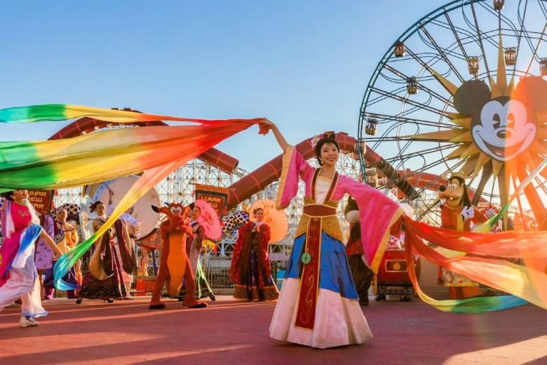 Procesión del Año Nuevo Lunar con Mulán en Disney California Adventure