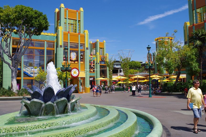 "Ahead of ""Star Wars: Galaxy's Edge"" Area Openings, Disneyland & WDW to Restrict Smoking, Big Strollers"