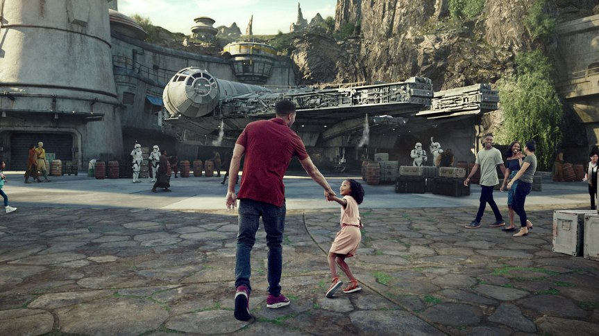 "Opening Dates for ""Star Wars: Galaxy's Edge"" Areas at Disneyland and Disney World Revealed"