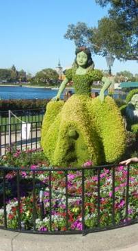 Snow White topiary Epcot