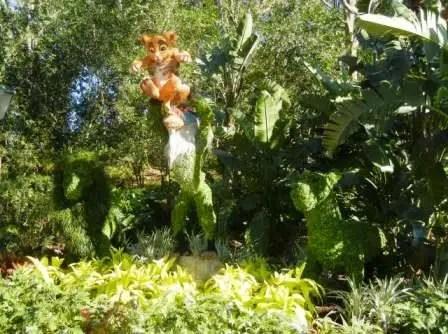 Lion King Simba Topiary Epcot