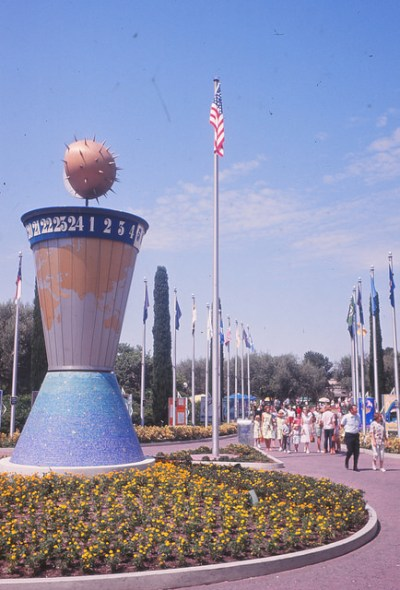 Clock of the World – Extinct Disneyland Attractions