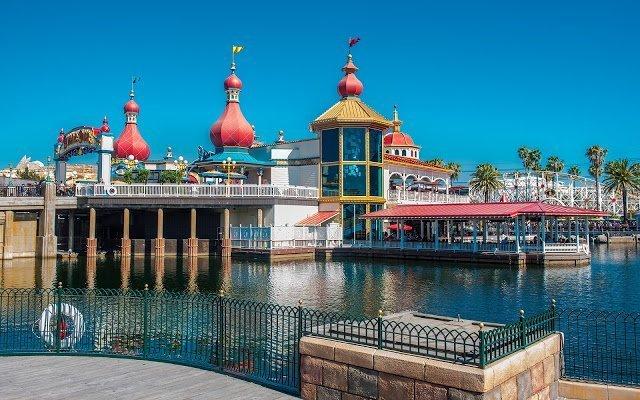 Pixar Pier's Lamplight Lounge