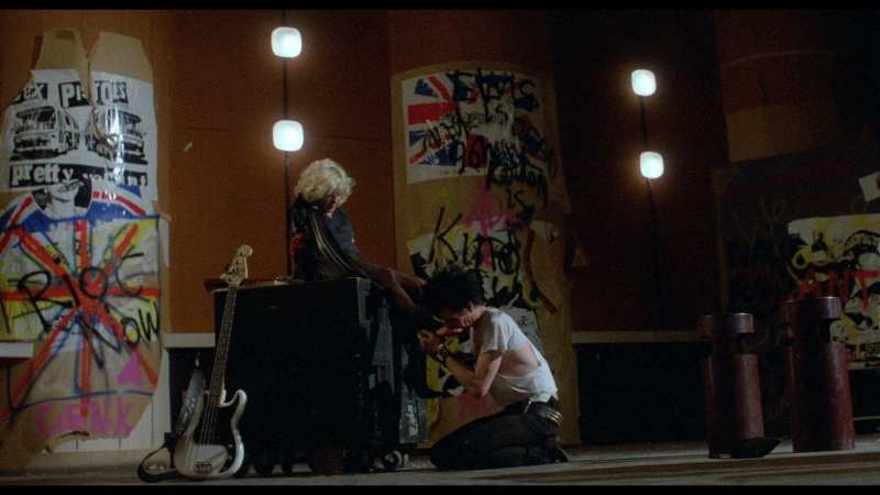 Sid Vicious kisses nancy spungens feet