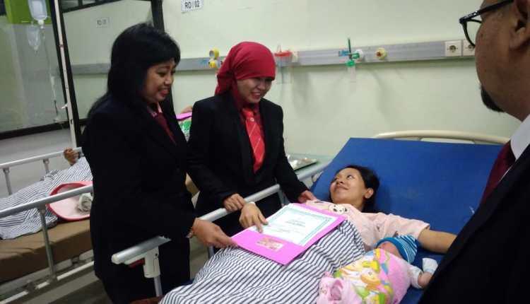 Dispenduk BEri Akte Bayi LAhir di Tanggal 17 Agustus (4)