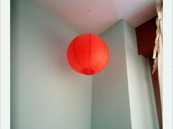 Un globo naranja