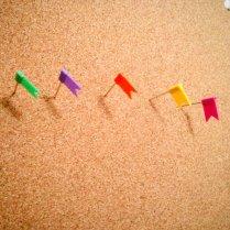 Chinchetas para dominar el mundo. De colores.