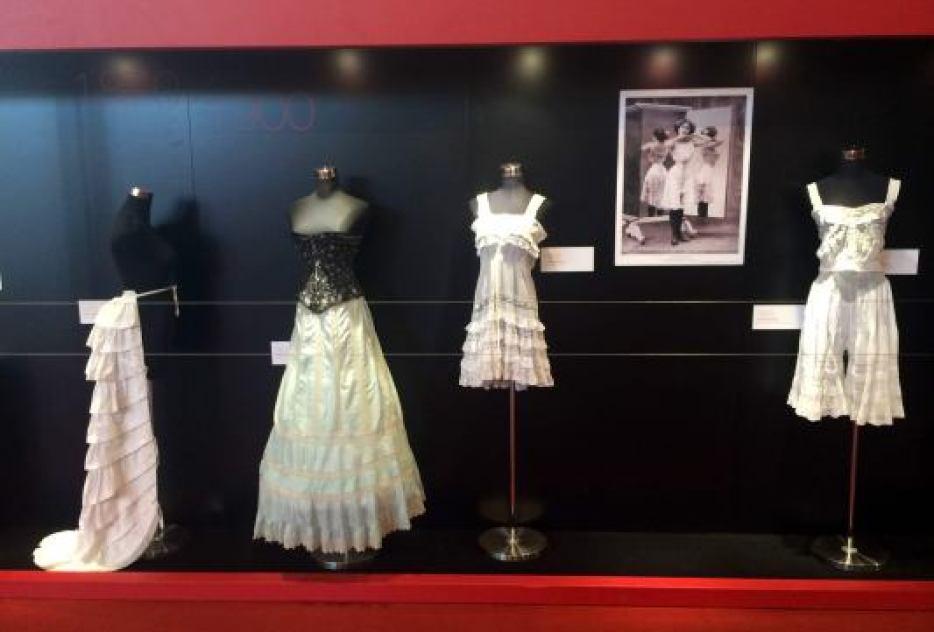 Exposition Lingerie Treasures Shanghai Mode Lingerie Crinolines Jupe Cage