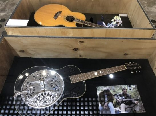 Exposition Johnny Hallyday Guitares Fender Dobro