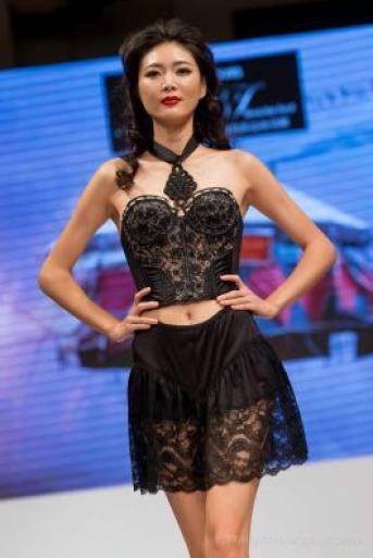 Shanghai Mode Lingerie Fashion Show Jupon Bustier 1950