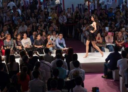 Shanghai Mode Lingerie Fashion Show Jupon Porte Jarretelles Jacques Fath 1950