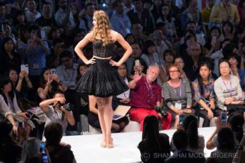 Shanghai Mode Lingerie Fashion Show Jupon Bustier 1960