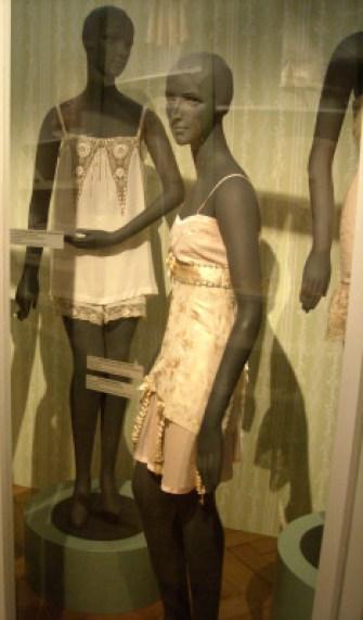 Exposition Secrets Nuits de Satin Corset Combiné 1925 1935