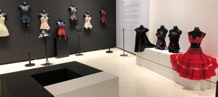 Exposition Historical Lingerie Guepieres Christian Dior