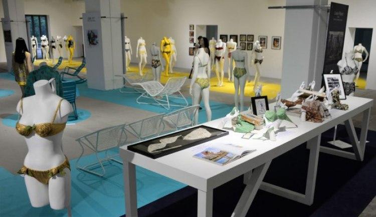 Exposition 70 ans Nuits de Satin maillot de bain bikini Réard