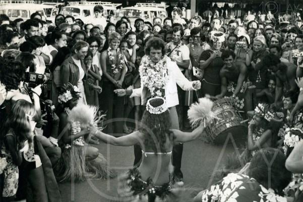 1972 Johnny Hallyday-Display-productions.com- -Tahiti-Aeroport