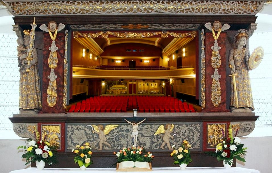 Quelle: Autor Zusammenschnitt aus http://www.st-georgen-schwarzenberg.de/gallery/Altar-03.jpg und http://www.capitolbernburg.de/files/capitolbernburg/template/images/header-default.jpg
