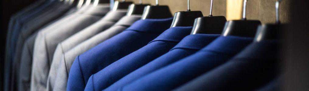 並ぶスーツ