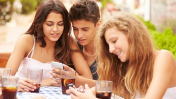 In the world of teen texting boys and girls really are different