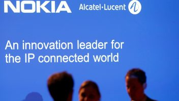 Nokia bets on software revolution to avoid past merger errors
