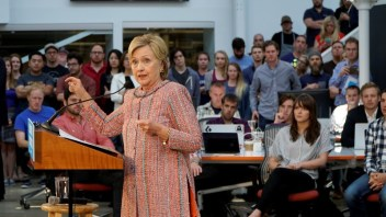 Clinton wastes no time announcing technology agenda