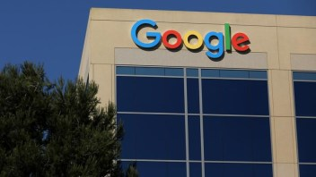Google promises an even hand with rivals' advertising