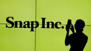 Founders won't sell Snap shares, but that doesn't help price drop