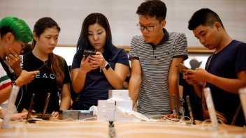 Apple iPhone 8 launch disappoints as people wait for the X