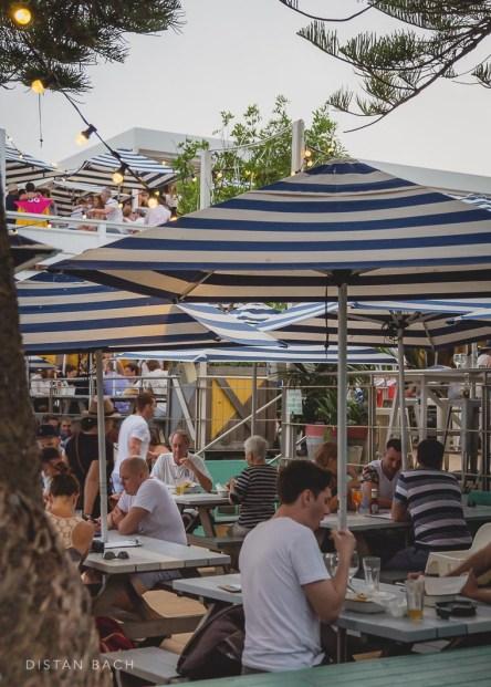 Watson's Bay pub and patrons