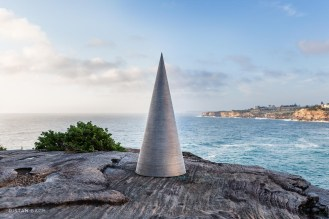 distan bach, sculpture by the sea