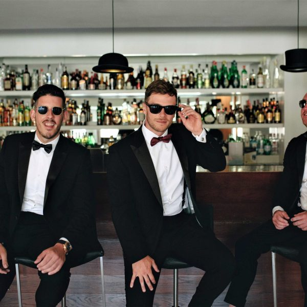 What's the role of wedding ushers?