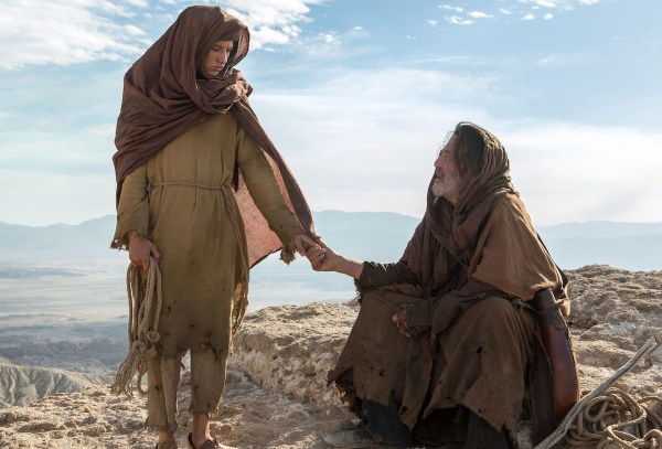 LDD_02525 (l to r) Tye Sheridan stars as 'Son' and Ciarán Hinds as 'Father' in the imagined chapter of Jesus' forty days of fasting and praying, LAST DAYS IN THE DESERT, a Broad Green Pictures release. Credit: Gilles Mingasson / Broad Green Pictures