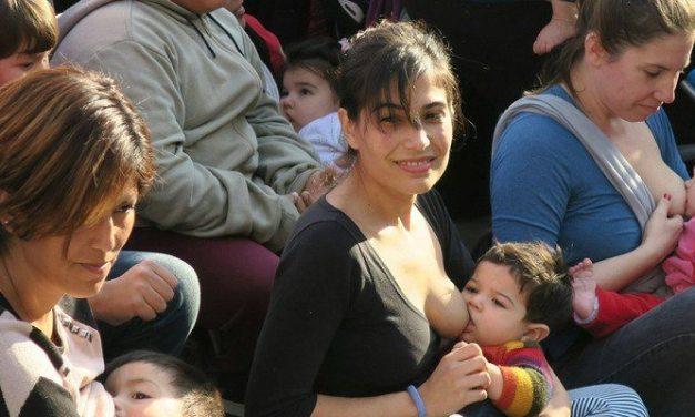 Uruguay y Argentina: madres protestan por su derecho a amamantar en la vía pública