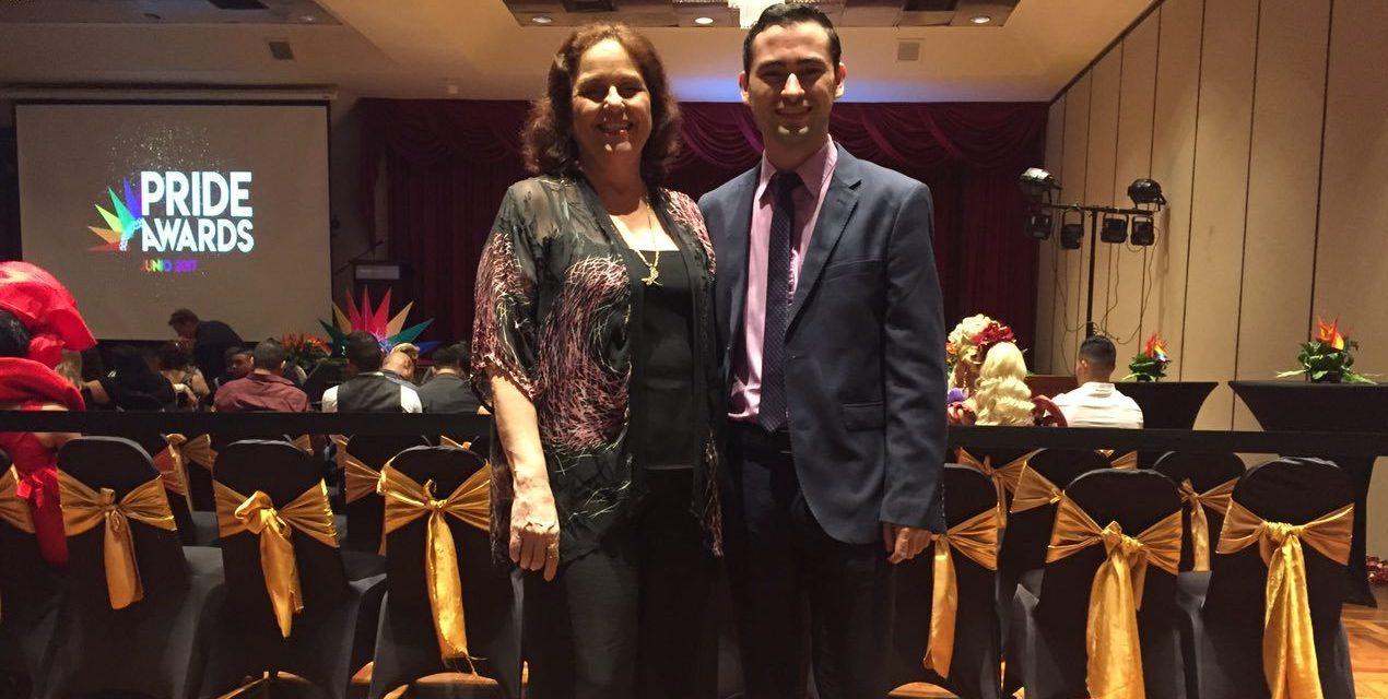 Diego Pérez Damasco, periodista de Distintas Latitudes, reconocido en los Pride Awards